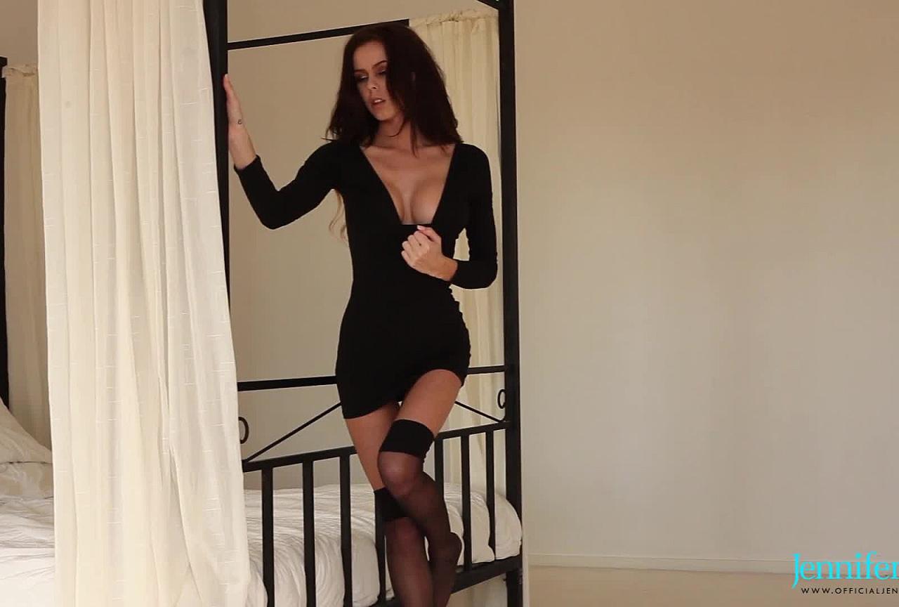 Jennifer BTS - Striptease in bedroom