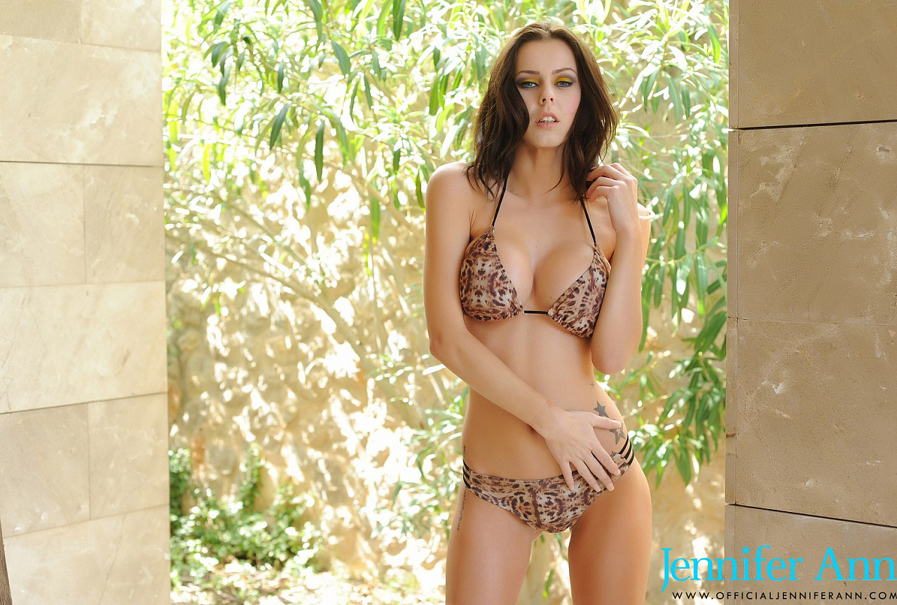 Jennifer Photos - Sexy Brown Bikini