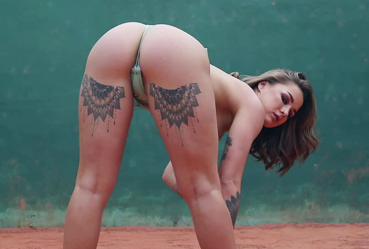 Mica Martinez Gets Naked Outdoors