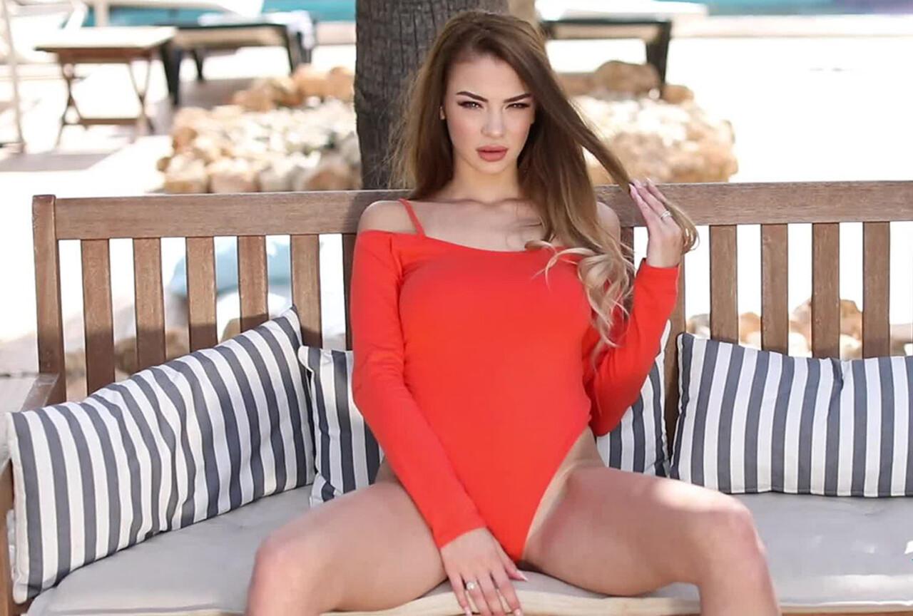 Emelia Paige Strips Nude Outdoors