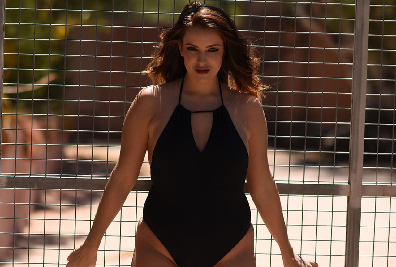 Jessika Jinx Strips Naked Outdoors