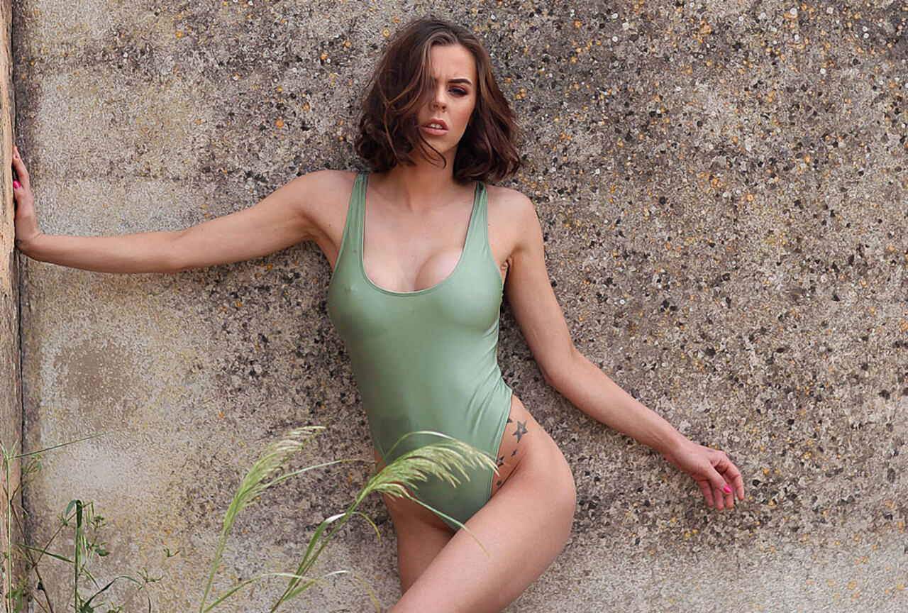 Jennifer Strips Naked Outdoors