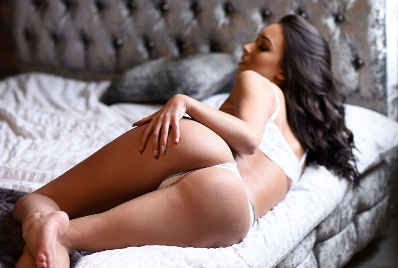 Lauren Louise On The Bed