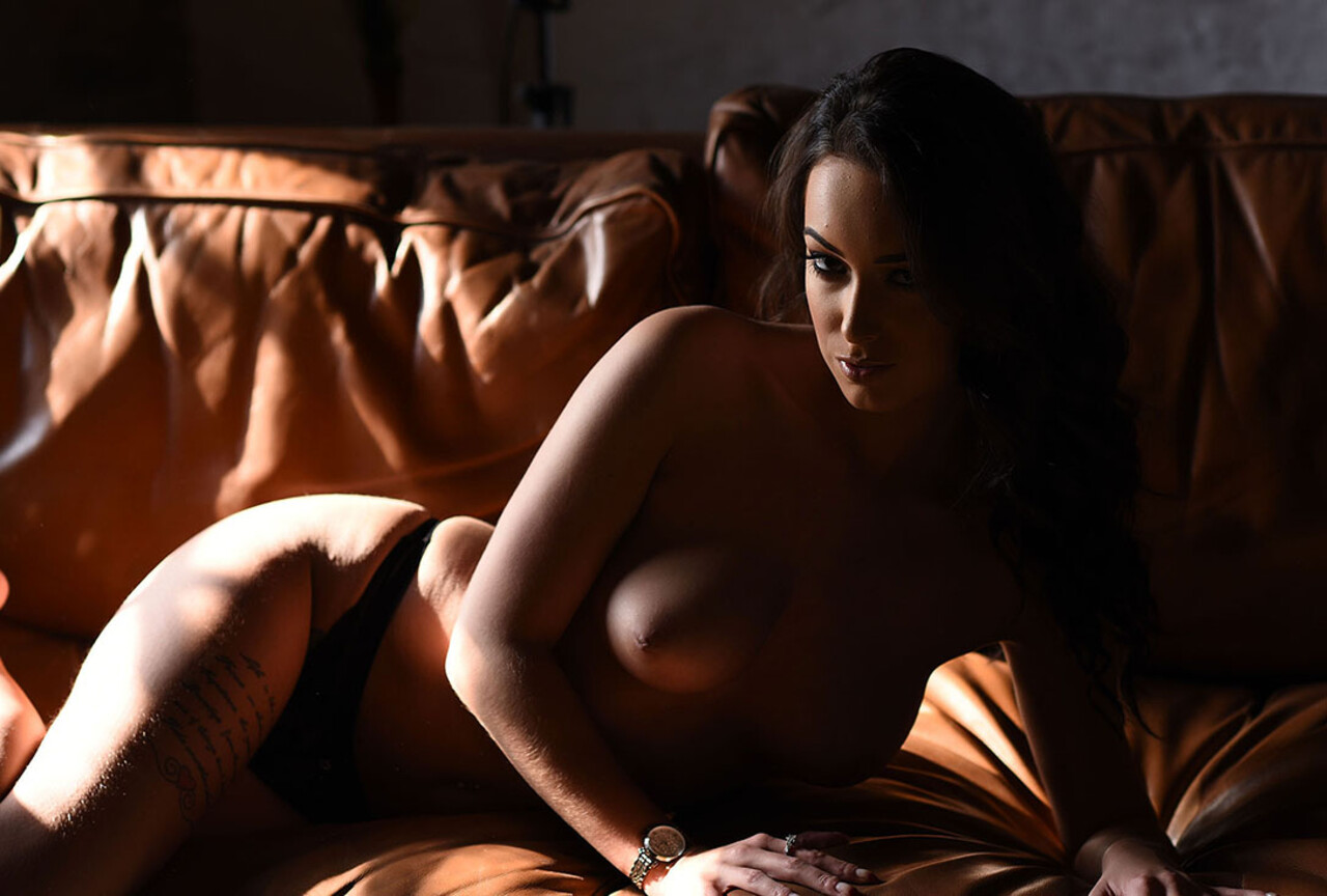 Lauren Louise Strips Nude on the Couch