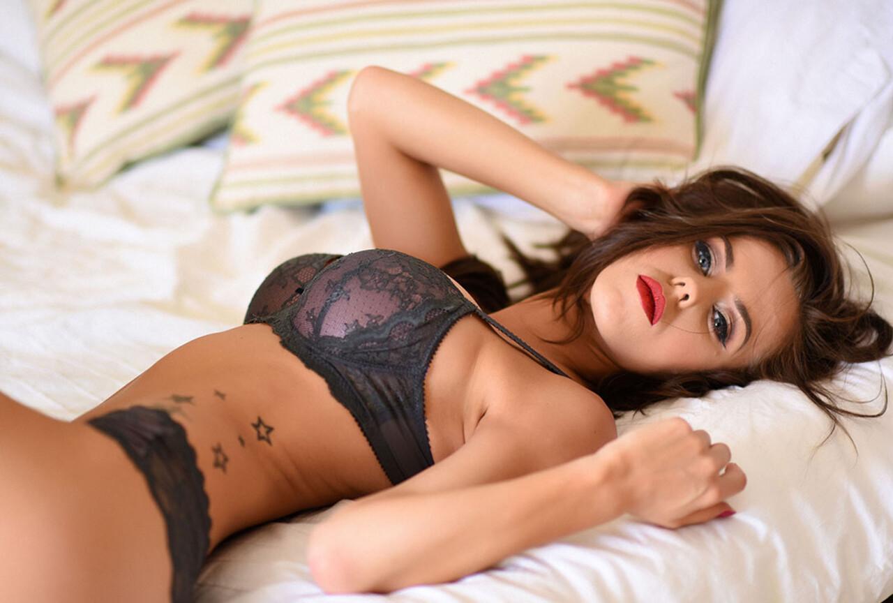Jennifer strips nude on the bed BTS